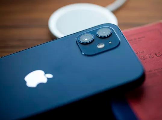 iPhone 12 mini si ricarica più lentamente